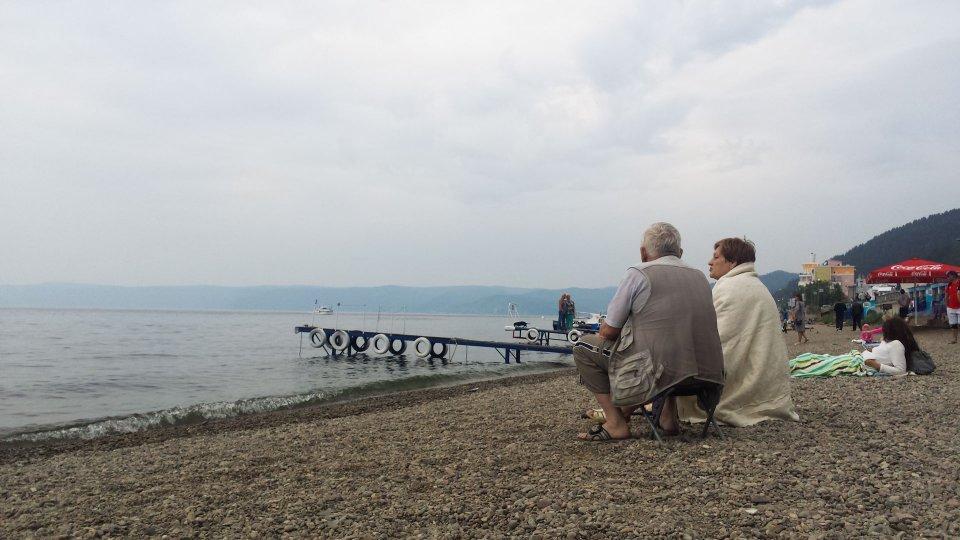 Mirando el Lago Baikal