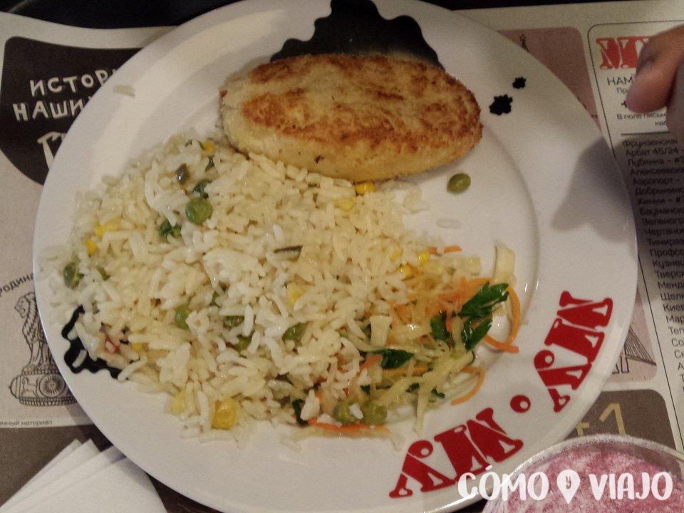 Comiendo comida rusa en Moscu