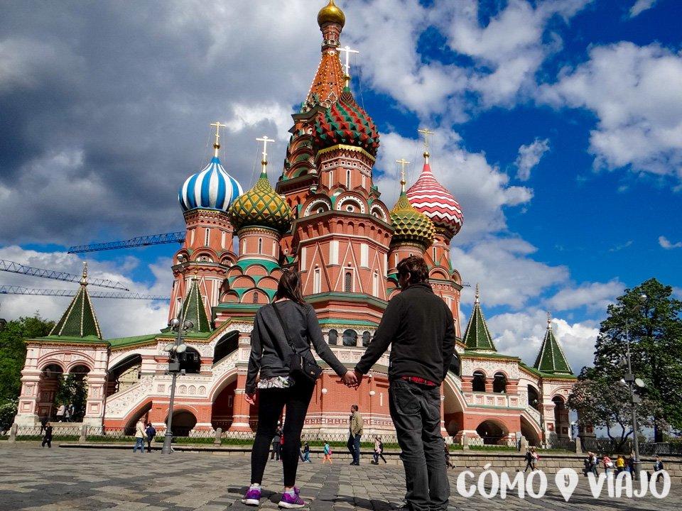 Admirando la Catedral de San Basilio en Moscu