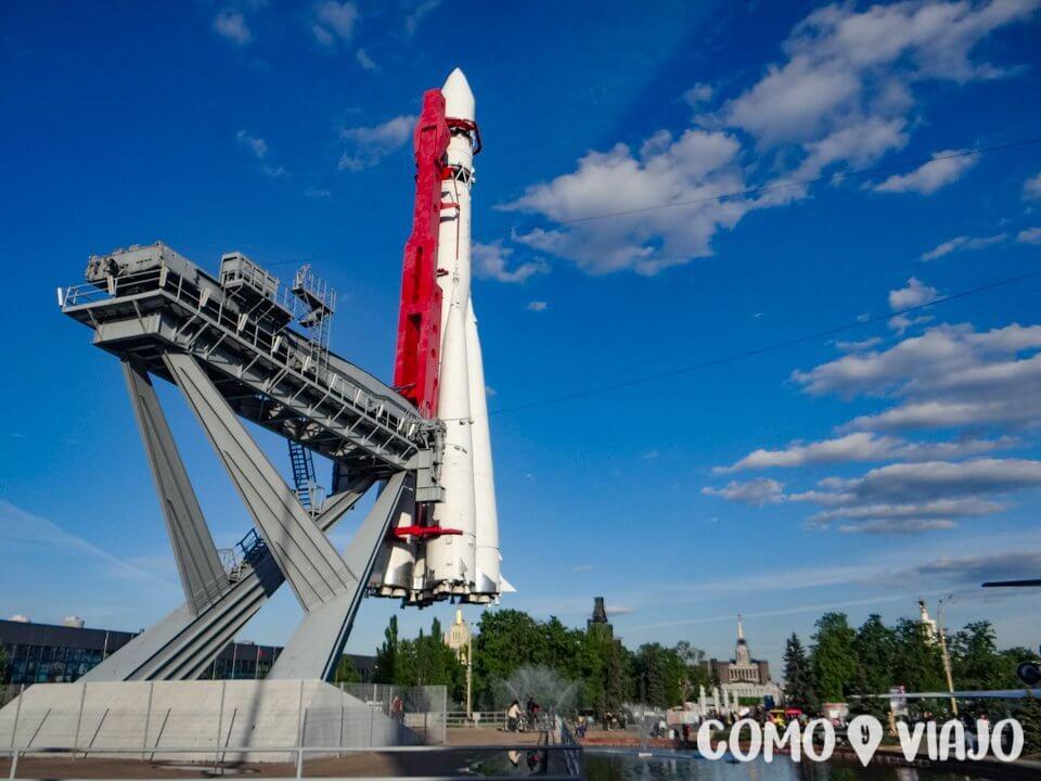 Cohete espacial en el Parque VDNkh en Moscu