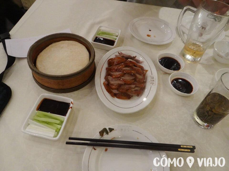 Pato pekinés servido en Pekín