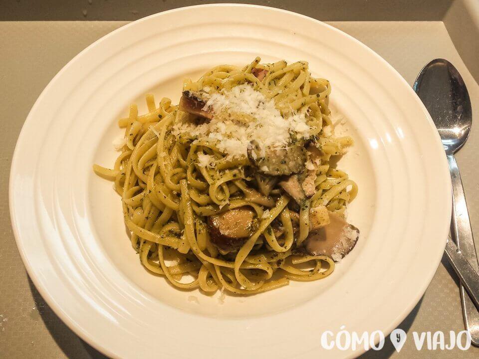 Comer comida internacional en Singapur