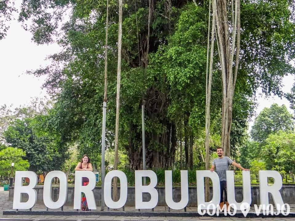 Entrada al Templo Borobudur en Indonesia