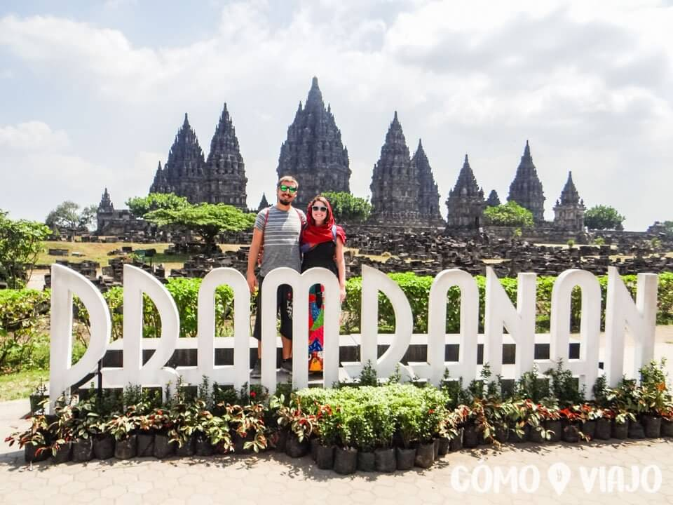 Entrada el Templo Prambanan en Indonesia