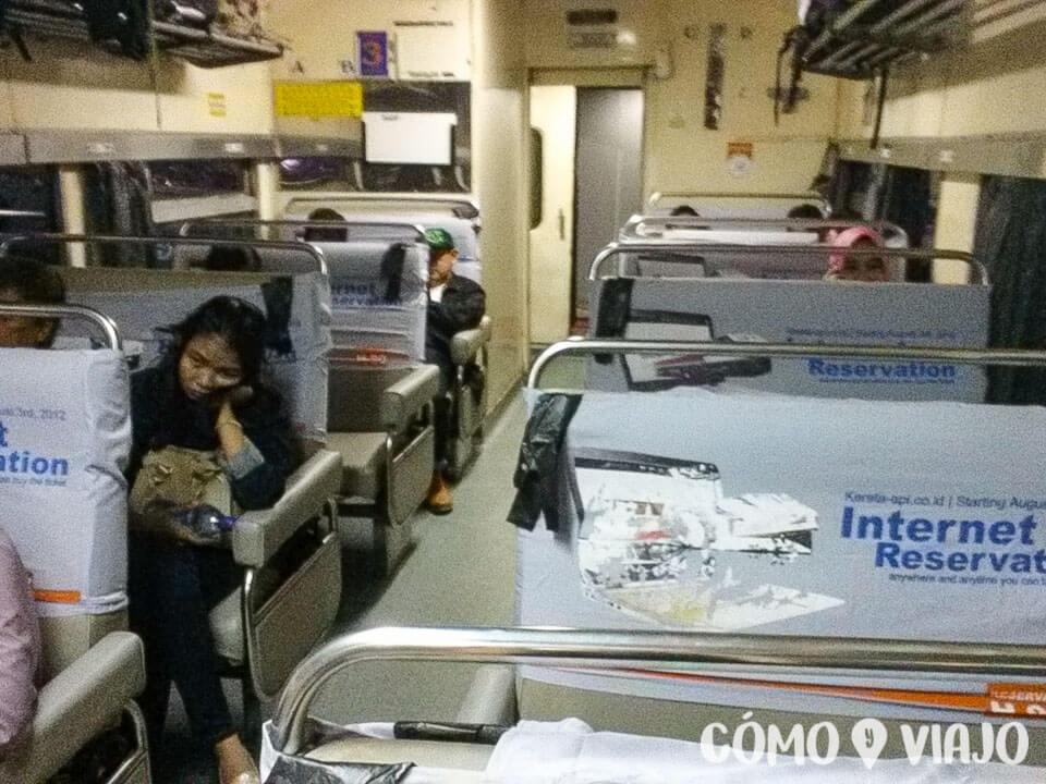 viajar en tren en Indonesia